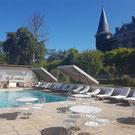 """Schwimmbad und Liegestühle des Schloβes Belle Epoque in 40 Linxe in der Gegend """"Les Landes"""""""