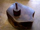 砧:衣を打ち付けて柔らかくする道具