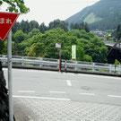 軍畑駅前の坂下