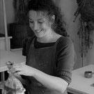 portrait d'Adeline Contreras dans son atelier