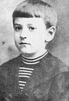 Lovecraft con aproximadamente nueve años de edad