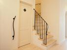 階段一段一段に柱をつけた、オリジナルアイアン手すり