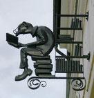 Annaberg-Buchholz, Ladenschild einer Buchhandlungin der Wolkensteiner Straße