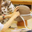 学院ワークショップ 『夏帽体の帽子 体験教室』 製作の様子