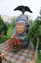 Памятник российским пограничникам на территории 201-й РВБ.