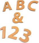 Lettere e numeri in cuoio