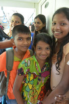 スリランカの列車内で出会った子供たち