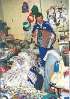 andré robillard jouant de l'accordéon