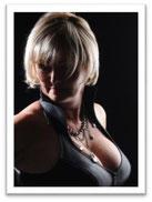 """erotisches Bild der Autorin als Werbung für die Buchreihe """"Blondgate"""""""
