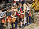 Kinder mit Trommeln und Rhythmus:  musikalische Früherziehung.