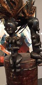 Héritages des Arts Premiers - Reliquaire Fang/Gabon - 2 gardiens - Bois, plumes, écorce, fibres naturelles, plumes - 100 cm
