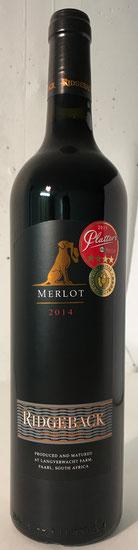Ridgeback Merlot – 2014  Der Ridgeback Merlot 2014 hat intensive Aromen nach dunklen Pflaumen, Maulbeeren und Minze in der Nase und am Gaumen. Weiche, cremige Tannine und ein Hauch Pfeffer.