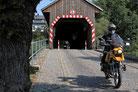 Die gedeckte Holzbrücke in Hohenfichte über die Flöha