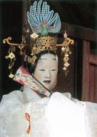 羽衣(はごろも)。天人という透明度の高い女性を主人公に、富士山と三保の松原というのどかで美しい景色を背景に東遊びの舞をくりひろげます。