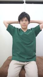 肩こりのストレッチ胸~首前-②