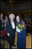 2. Preis, Hilde Zadek Gesangswettbewerb 2015: RUTH JENKINS-RÓBERTSSON, SOPRAN mit Hilde Zadek (Foto: Fayer)