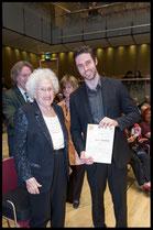 3. Preis, Hilde Zadek Gesangswettbewerb 2015: TOBIAS GREENHALGH, BARITON, mit Hilde Zadek (Foto: Fayer)