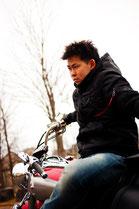 バイクに乗る男性のイメージ5