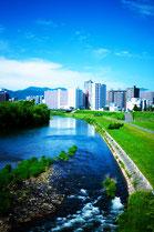 豊平川と街並