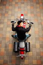バイクに乗る男性のイメージ8