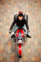 バイクに乗る男性のイメージ6