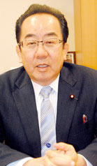 インタビューに応じる西銘氏=東京の衆議院第二会館