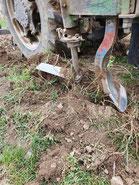 weinland thermenregion, traktor, feldarbeit, pflügen, schwenken