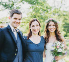 Freie Trauung, Brautpaar mit Rednerin – Foto von Daniela Porwol