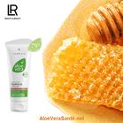 Le gel d'Aloe Vera fournit les nutriments essentiels pour alimenter les cellules de la peau