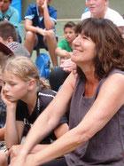 Mit vielen positiven Wünschen, die von der Klasse 7b auf Papier gebracht wurden, wurde Frau Grevenstein verabschiedet.