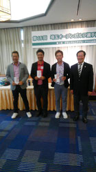 左から3位、芳賀洋平プロ 2位、小林伸太郎プロ 優勝、西村匡史プロ 高橋会長