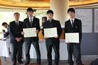 左より高橋会長、佐藤選手、神谷選手、青木選手