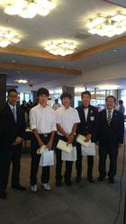 右から3位、志村由羅君 優勝、平野誠一君、2位、佐藤翔太君