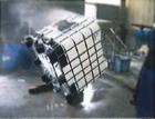 中古バルクコンテナを販売前に高圧洗浄