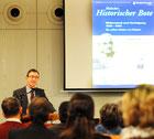 Sparkassendirektor Michael Huber  bei der Buchvorstellung