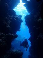 石垣島でのんびりダイビング ダイナミックな地形のポイント