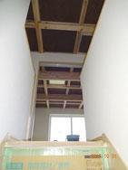 2F天井を階段から