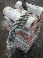bouquet de tuiles avant chaulage au chantier ostréicole de la Pointe du Guern