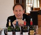 In Bordeaux lebend wirkt Jean-Mark Quarin im Zentrum des französischen Weinbaus. Er ist einer der Ersten, die Verkosten dürfen.