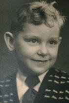 Photo de l'auteur du site vers huit ans