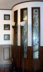 幾何学デザインのステンドグラス