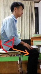 椅子に座っていると首が痛い奈良県御所市の男性