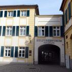 Foto zeigt Eingang Kulturzentrum Karlsplatz