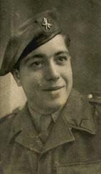Gerard Beckers als soldaat. Een studiofoto.