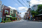 画像;地方都市の交差点風景