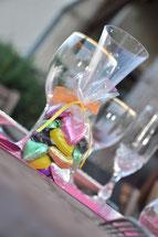 Dominique Henri des gites du pech à larnagol près de Saint-Cirq Lapopie vous propose sa table d'hôtes avec son repas spécial week-end en amoureux champagne et petit déjeunerlors de vos vacances dans le Lot