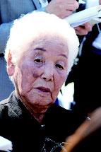 陛下からお言葉を頂いた後、インタビューに答える宮平さん=27日午後、国立沖縄戦没者墓苑