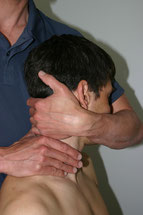 In der Manualtherapie behandeln wir unsere Patienten mittels Mobilisation und Manipulation unter Vorbehalt der Kontraindikationen