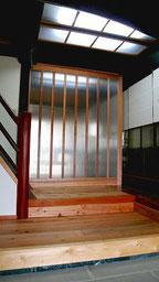 玄関ホールの建具 H=2,400