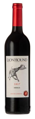 The Lion Hound Cabernet Sauvignon – 2016 Der Lion Hound Cabernet Sauvignon 2016 hat in der Nase Maulbeere, Pflaume und Minze, am Gaumen saftige Fruchtaromen, weiche Holznoten und einen intensiven Abgang.